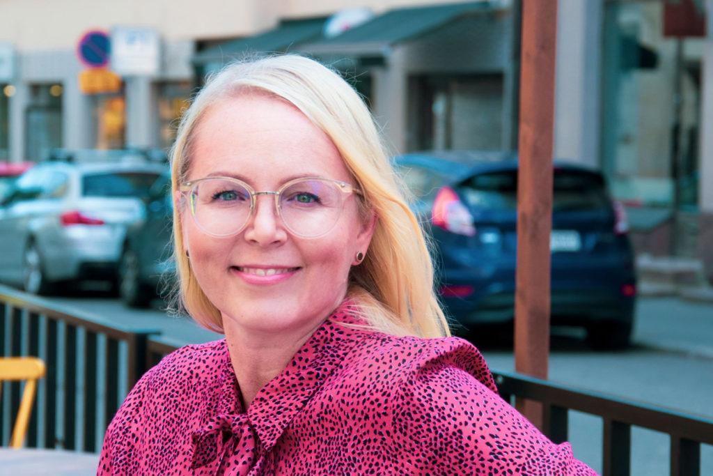 Helsingin seudun kauppakamarin viestintäpäällikkö Tiina Tikander. Kuva: Stephanie van Rossum.