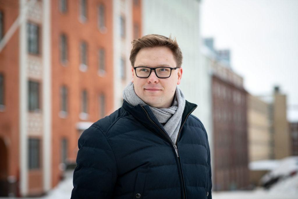 Helsingin kokoomuksen valtuustoryhmän puheenjohtaja Daniel Sazonov.